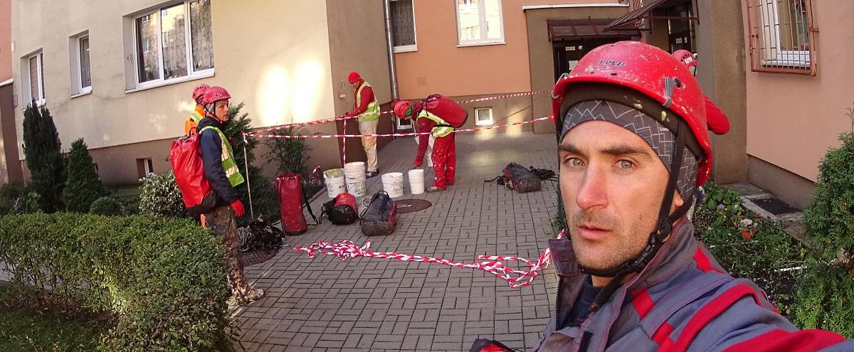 Едем красить фасад в Варшаву.